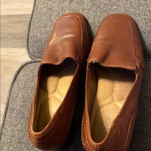 "Brown dress shoes with an approximate 1.5"" heel"